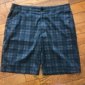 Size 36 men's golf shorts